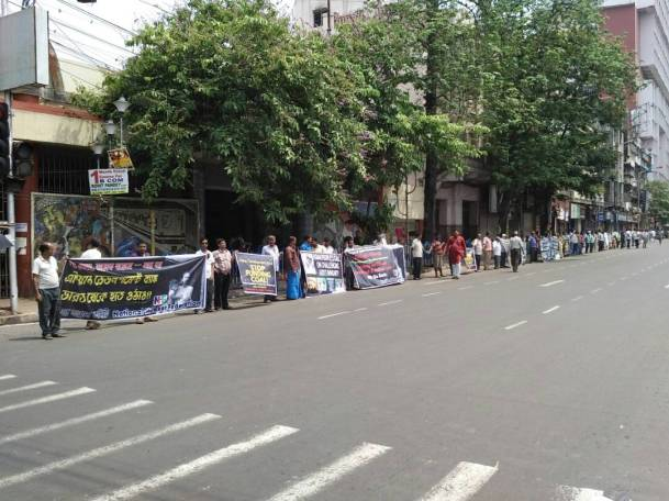Human chain at Central Avenue, Kolkata organized by the National Hawkers Federation